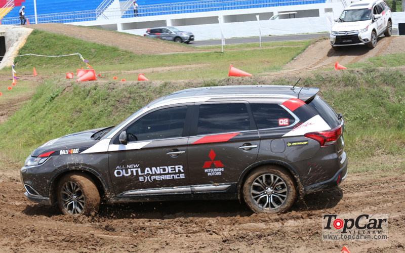 Thử offroad cùng Mitsubishi Outlander 2016